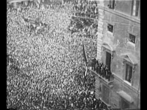 crowds gather in piazza venezia in rome / montage immense crowd in piazza venezia with dictator benito mussolini and other officials on balcony above... - benito mussolini stock videos & royalty-free footage