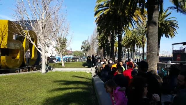 vidéos et rushes de crowds gather in super bowl city the day before super bowl 50 in san francisco. - nfc