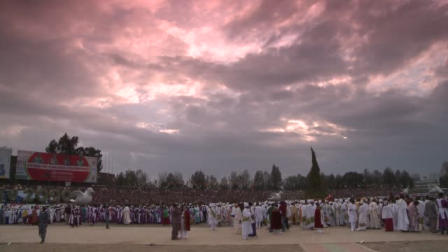 crowds gather in the town square of addis ababa, ethiopia. available in hd. - アジスアベバ点の映像素材/bロール