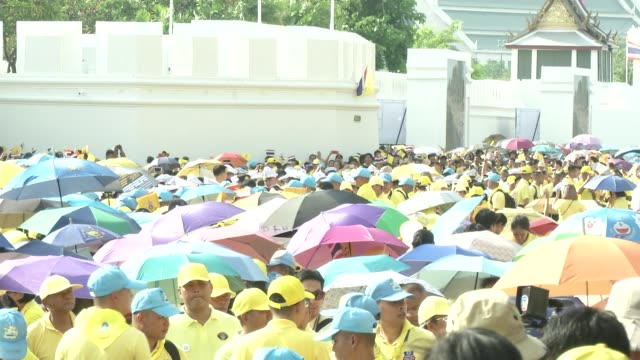 crowds gather to see maha vajiralongkorn bodindradebayavarangkun the new king of thailand make and appearance with the queen - coronation stock videos and b-roll footage