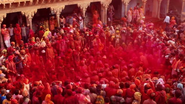 vídeos y material grabado en eventos de stock de crowds gathered to see people of nandgaon gathered in radharani temple during holi festival - holi