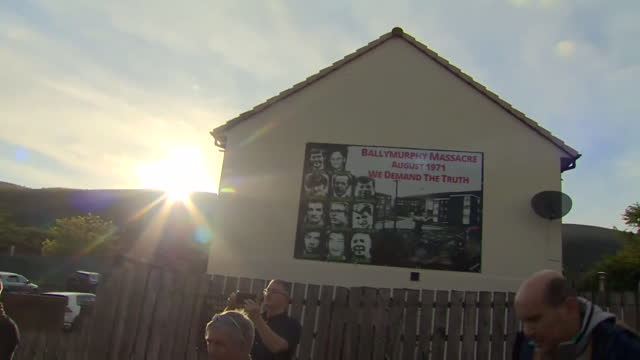 crowds in ballymurphy celebrating the result of a coroners inquest that found 10 people killed by british soldiers in 1971 innocent - car stock videos & royalty-free footage