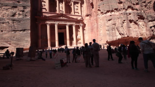 crowds in front of the treasury in petra, jordan at the late afternoon - rock face stock videos & royalty-free footage