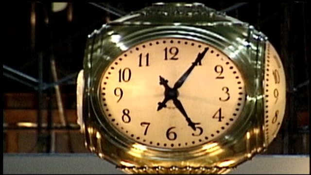 crowds in grand central station and close up of clock - grand central station manhattan stock videos & royalty-free footage