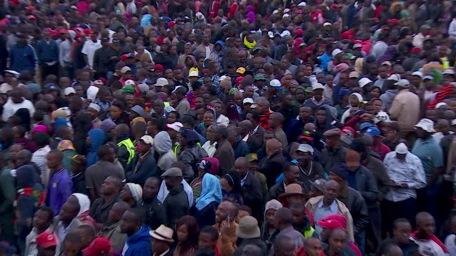 Crowds in Kenya queueing to vote in the Presidential elections