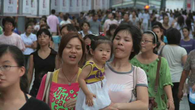 slo mo ms crowds in pedestrian area / ningbo, zhejiang, china - family with one child stock videos & royalty-free footage