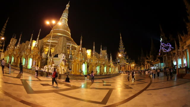 stockvideo's en b-roll-footage met ws crowds in temple courtyard at night / rangoon, yangon, myanmar - groothoek