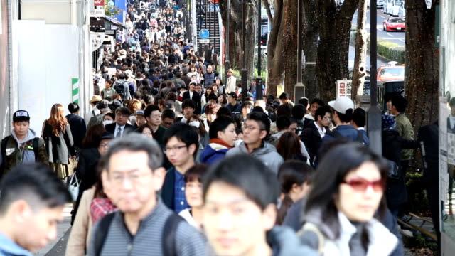 東京原宿表参道通りの群集 - 歩行者点の映像素材/bロール