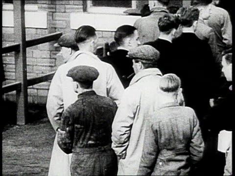 crowds line up for rations / england - 1943年点の映像素材/bロール