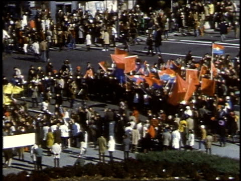 crowds marching down pennsylvania avenue with many banners vietnamese flags and red international socialist flags / washington dc united states - manifestante video stock e b–roll