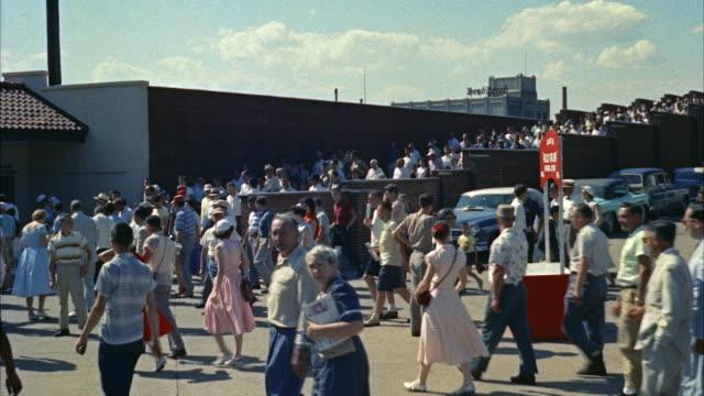 MS Crowds moving outside of stadium / New York, United States