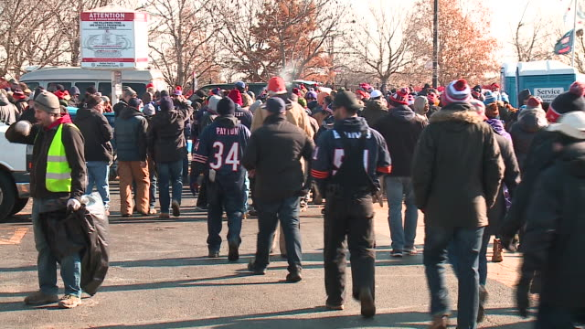 WGN Crowds of Fans Walking Toward Soldier Field for Bears Game in Chicago on Nov 19 2017