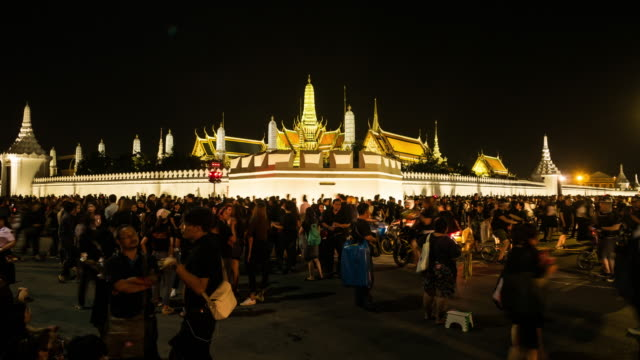 crowds of mourners at sanam luang, while the body of thailand bhumibol palace - king of thailand stock videos and b-roll footage