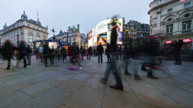 crowds of people at london piccadilly circus at dusk - busy stock videos & royalty-free footage