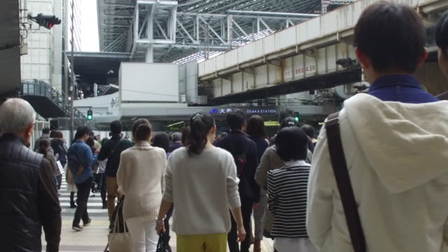 Crowds of people crossing street in Slow Motion