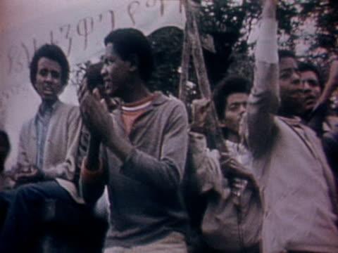 vídeos y material grabado en eventos de stock de crowds of people protest on the streets of addis ababa amid a general strike - etiopía