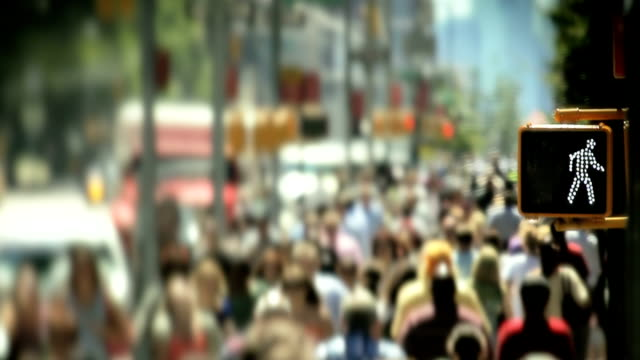 crowds of people shopping and walking on ny manhattan street - gemeinsam gehen stock-videos und b-roll-filmmaterial