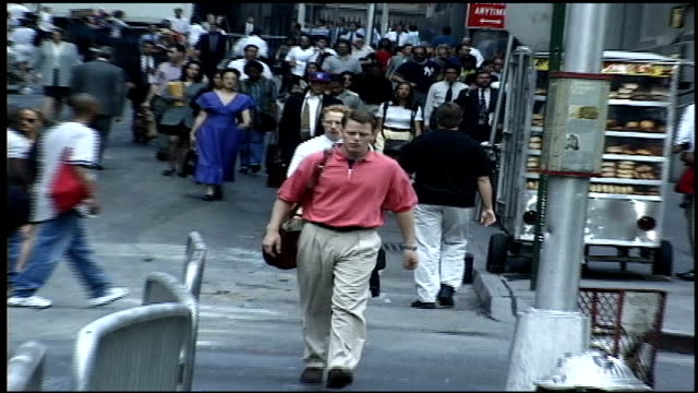 stockvideo's en b-roll-footage met crowds of people walking down street in nyc - wall street lower manhattan