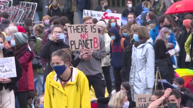 stockvideo's en b-roll-footage met crowds of protesters gather in front of the brandenburg gate in the german capital berlin as part of the fridays for future movement's global day of... - clean