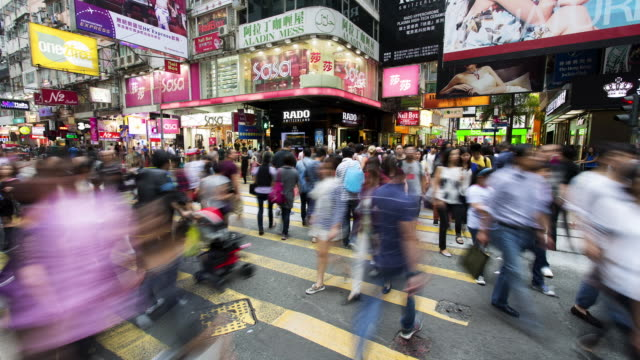 vídeos de stock, filmes e b-roll de tl, ws crowds of shoppers in causeway bay / hong kong, hong kong - time lapse de trânsito