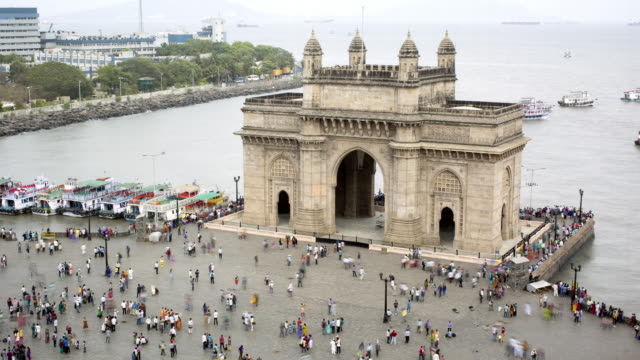tl, ha crowds of tourists at the gateway to india / mumbai, india - gate stock videos & royalty-free footage