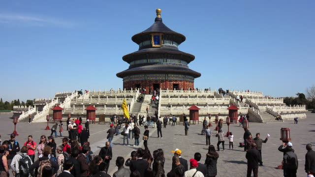 Crowds of tourists mill around the grounds of the Temple of Heaven.