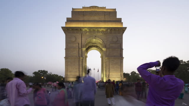 TL, WS Crowds of tourists walk around India Gate / Delhi, India