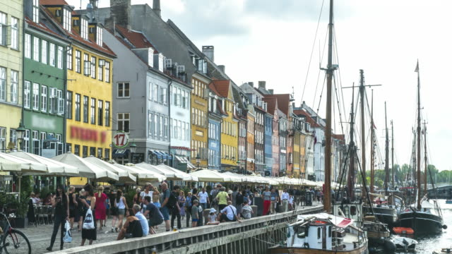 crowds of traveller enjoying restaurants bars among colorful traditional houses in copenhagen nyhavn city, denmark - famous place stock videos & royalty-free footage
