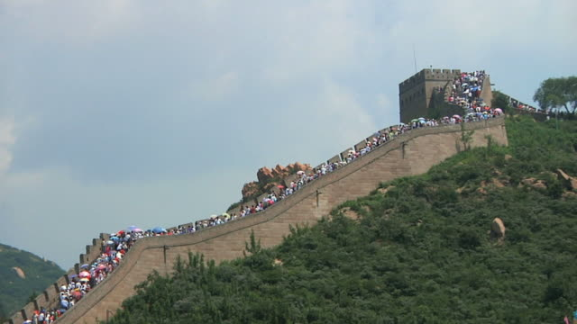 ws ls crowds on great wall of china at badaling pass / beijing, china - badaling great wall stock videos & royalty-free footage