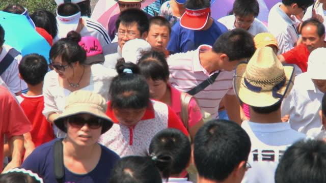 ms crowds on great wall of china at badaling pass / beijing, china - sun visor stock videos & royalty-free footage