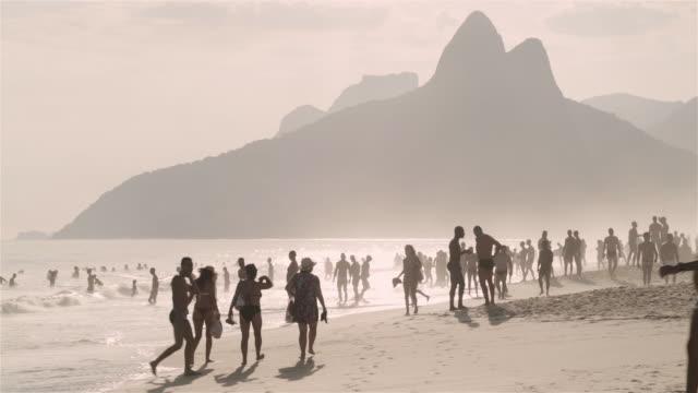 MS Crowds on Ipanema beach / Rio de Janeiro