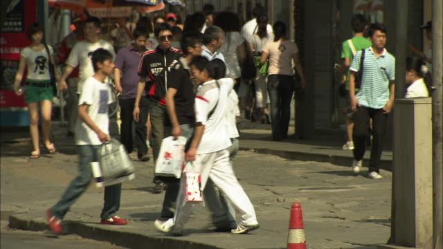 ws crowds on sidewalk in xidan shopping district, beijing, china - pavement video stock e b–roll