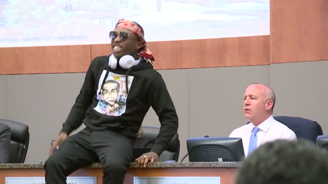ktxl crowds protesting stephon clark shooting take over city hall - police brutality stock videos and b-roll footage