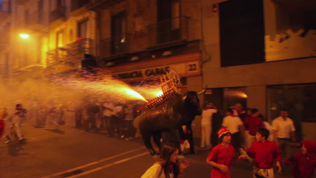 ws pan crowds running from firework bull at the festival of san fermin / pamplona, navarre, spain - traditional festival stock videos & royalty-free footage