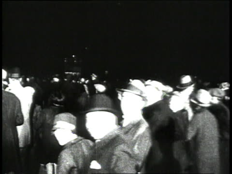 Crowds rushing to celebrate Lindbergh's landing in Paris