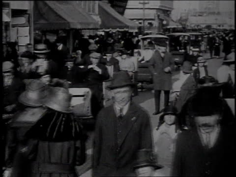 stockvideo's en b-roll-footage met 1915 ws crowds strolling along boardwalk next to line of jitneys / atlantic city, new jersey, united states - 1915