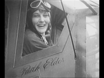 """vidéos et rushes de crowds surround aviator ruth elder's plane """"american girl"""" as it turns / elder looks out plane window; her name is inscribed underneath window /... - pilote"""