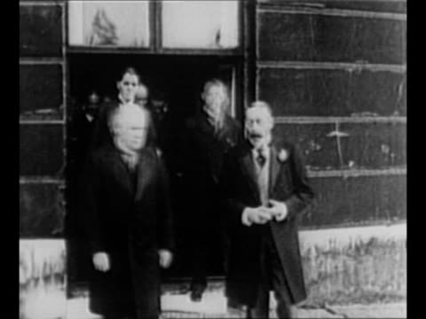 crowds swarm in london street, with traffic moving and mounted bobby riding / king george v exits building with british pm david lloyd george and... - wwi tank stock videos & royalty-free footage