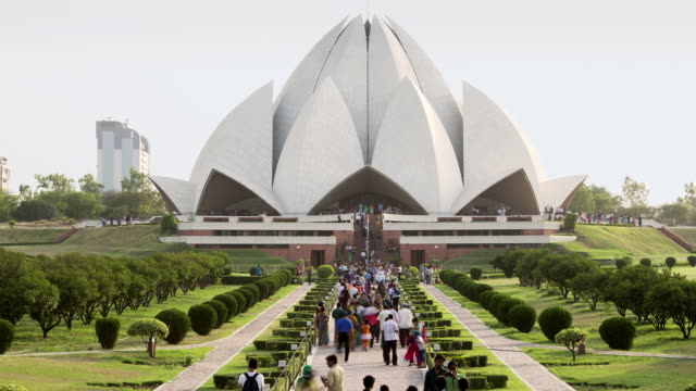 TL, HA Crowds walk in and out of the Lotus Temple / Delhi, India