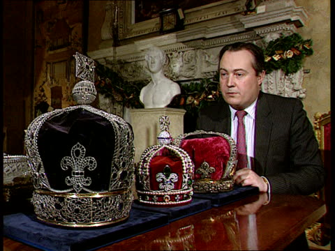 crown jewels crowns itn ms charles truman intvw sot we are commercial organisation/ would really have liked and english buyer but not successful so... - krone kopfbedeckung stock-videos und b-roll-filmmaterial