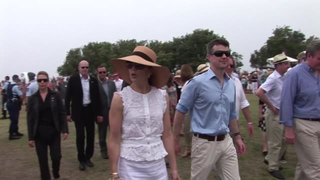 crown prince frederik of denmark and his wife princess mary  began the first leg of their australian tour on sunday visiting the sculpture by the sea... - prinz königliche persönlichkeit stock-videos und b-roll-filmmaterial