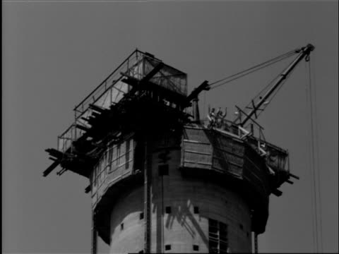 crow's nest of euromast being jacked to height of 100 meters using vertical steel strips and steel beams / rotterdam, zuid-holland, netherlands - 1959 stock videos & royalty-free footage