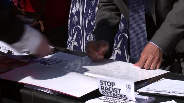 vídeos y material grabado en eventos de stock de antiracism demonstration in croydon england london croydon ext various of protesters / one protester speaking through loudhailer sot / people signing... - petición