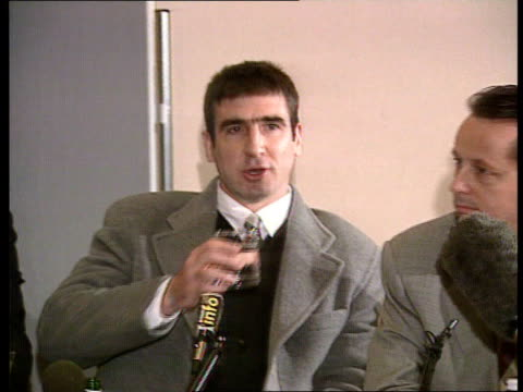 vidéos et rushes de croydon: int eric cantona at press conference following his conviction for attacking spectator eric cantona press conference sot - when the seagulls... - mouette