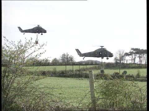 crrime/conflict: possible ira sam-7 attack; cf tape no longer available northern ireland, unidentified cms side british army bell uh-1 helicopter... - audio available bildbanksvideor och videomaterial från bakom kulisserna