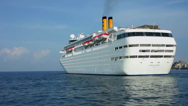 cruise liner costa classica leaving the port of corfu - kreuzfahrtschiff stock-videos und b-roll-filmmaterial