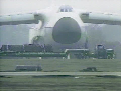 cruise missiles are transported by truck at greenham common airforce base - nuklearbombe stock-videos und b-roll-filmmaterial