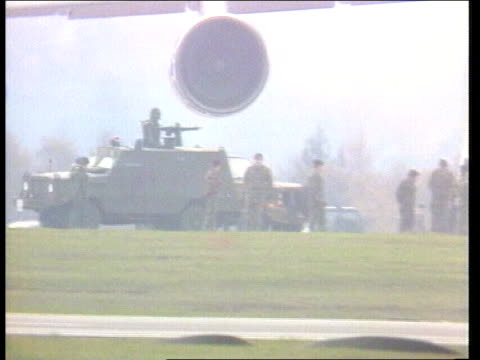 cruise missiles arrive at greenham common england berks greenham common galaxy transport plane taxis on runway ms us soldier with machine gun on... - nuklearbombe stock-videos und b-roll-filmmaterial