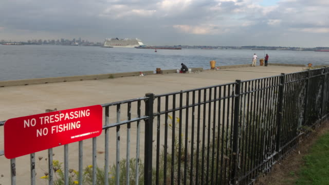 cruise ship and no trespassing sign - no trespassing stock videos & royalty-free footage