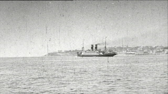vídeos de stock, filmes e b-roll de 1925 cruise ship at sea - 1920